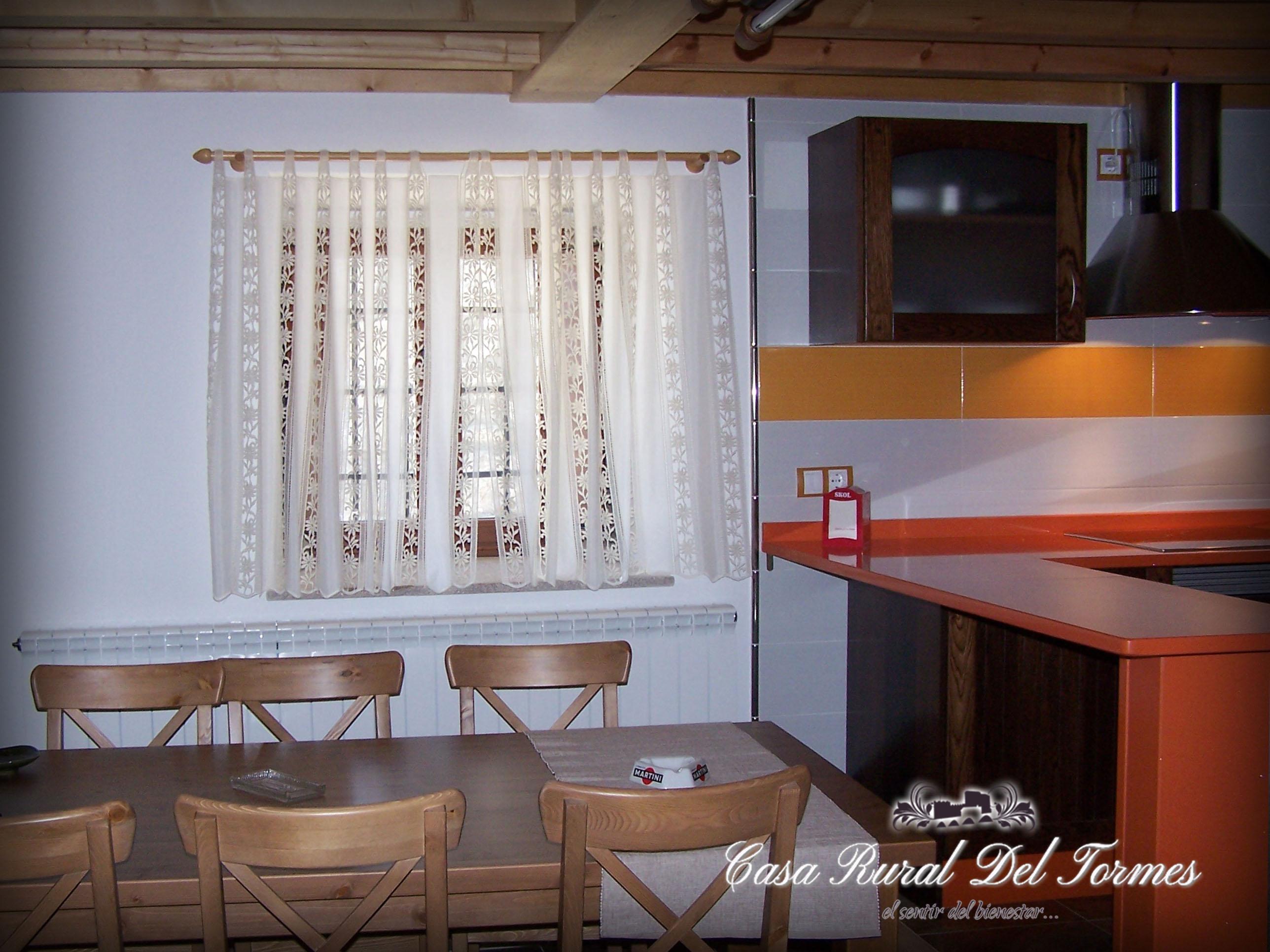 Cocina sala de estar 2 casa rural del tormescasa rural for Sala de estar y cocina