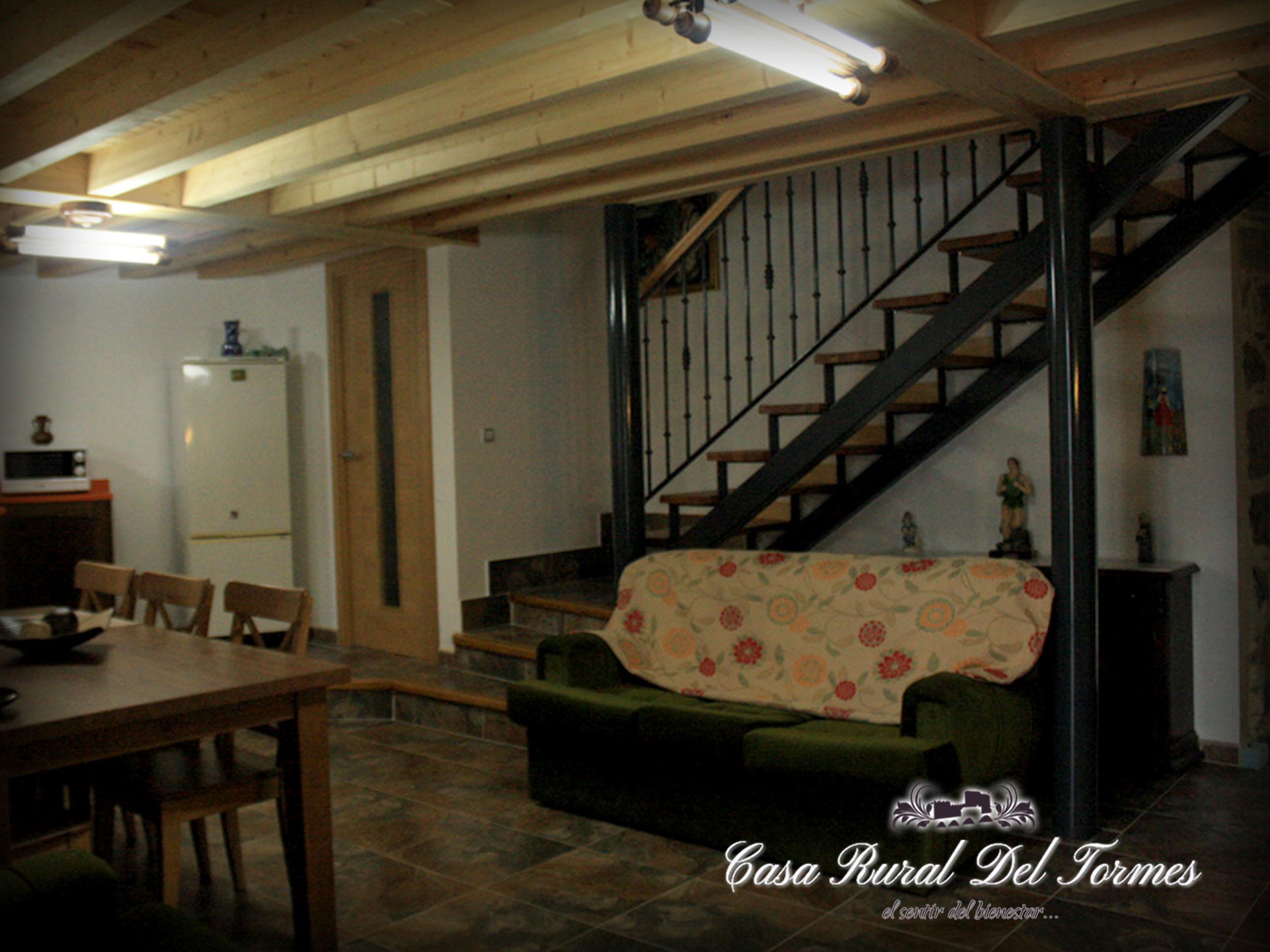 Cocina sala de estar 6 casa rural del tormescasa rural for Sala de estar y cocina
